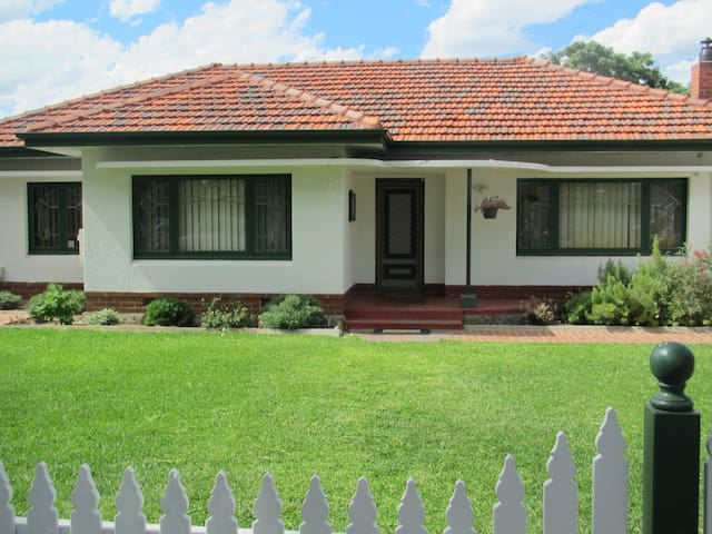 Great Value 3 Bedroom Home - Perth - Lathlain