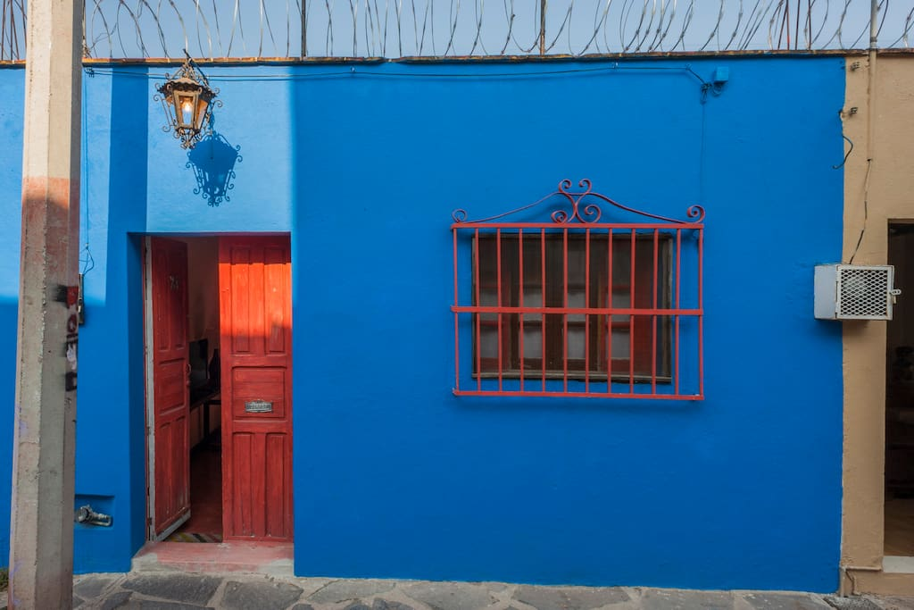 Can't miss this adorable house from the street with this awesome blue color!