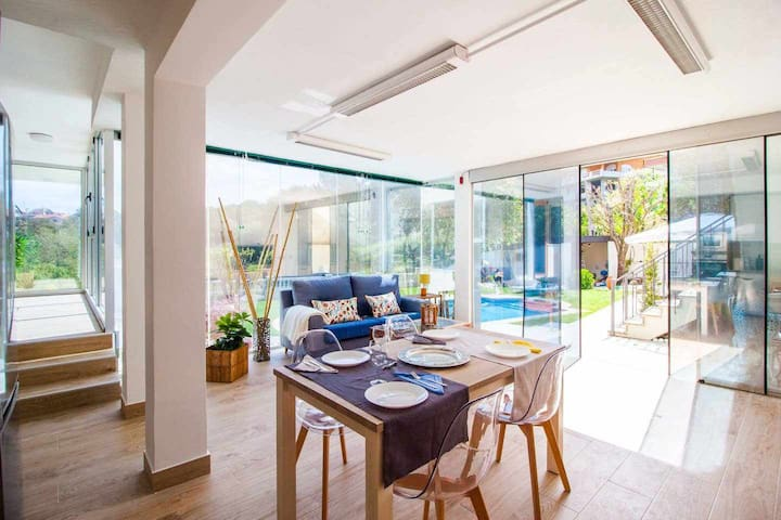 Villa con Piscina.Privacidad a un paso de la Playa