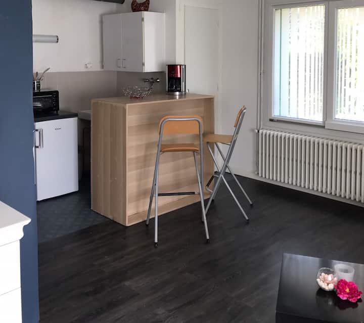 Studio indépendant dans maison familiale