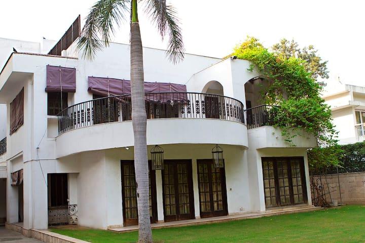 Charming Colonial Bungalow - New Delhi - Bungalow