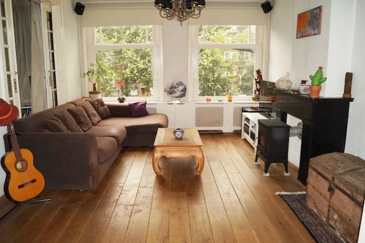 """""""old Amsterdam style"""" Apartment close to centre"""