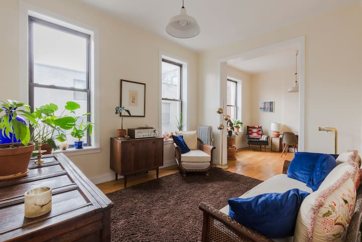 Cozy Well-Furnished Home in the Heart of Harlem