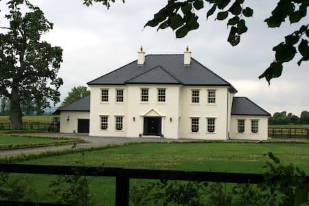 Triple room in an elegant friendly country home - Thurles