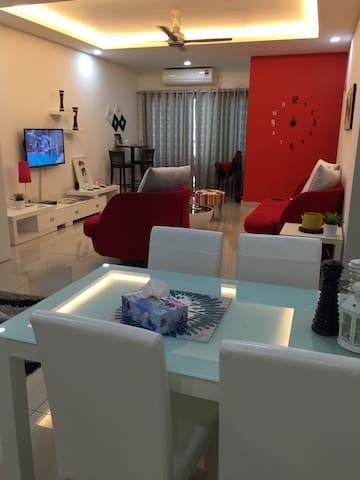 Private 2BR Apartment, Sleeps 1-5 - Johor Bahru - Apartment