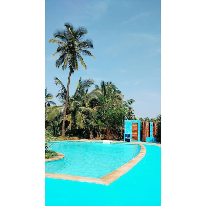 Room/Outdoor Shower/Pool/Cafe/Beach Access/Yoga