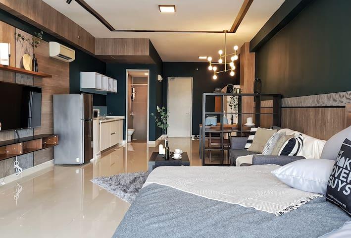 Designer Home w Netflix Courtyard SS15 By IdealHub
