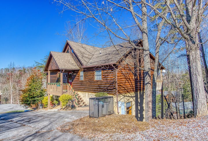 ★ Luxury Cabin ★ | 4 BRs,  Hot Tub, Near Dollywood