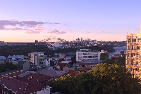 Stunning Harbour Bridge views in Potts Point - Potts Point - Apartment