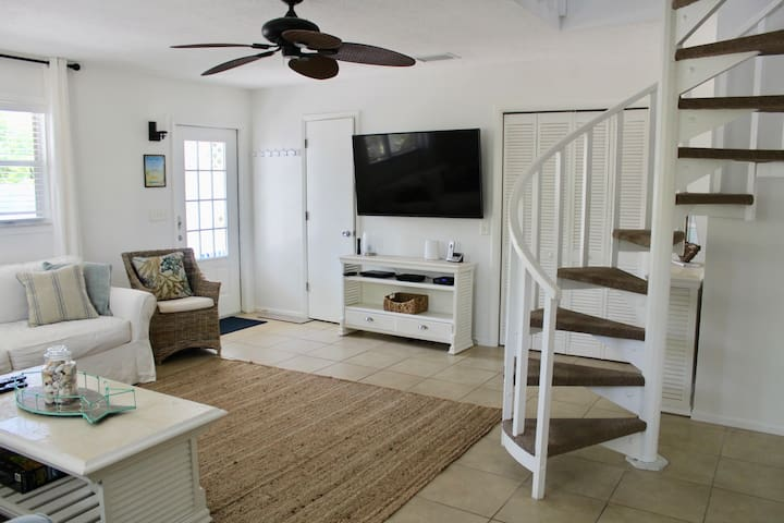 Beach Bungalow on North End of Anna Maria Island