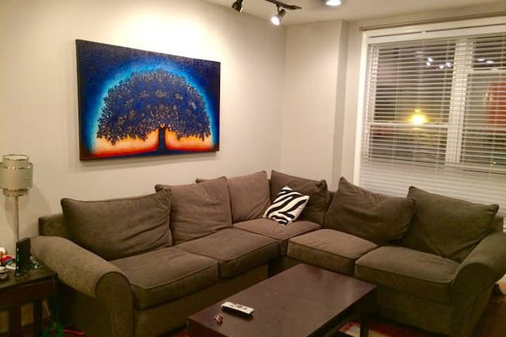 Comfy Upstairs Unit by Dining, Shopping, Nightlife