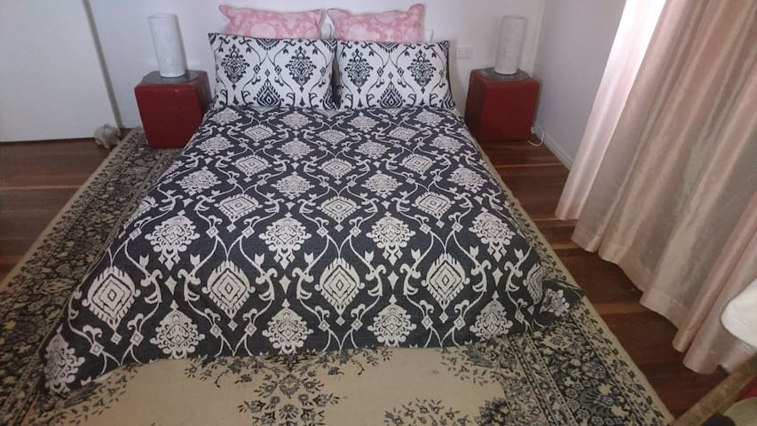 Kyogle Comfy Homestay - The Retro Room