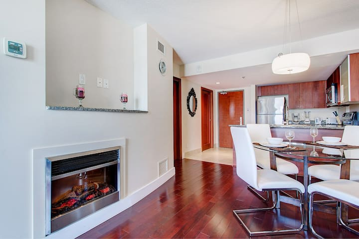 Fully Renovated Condo Close To The Festivities