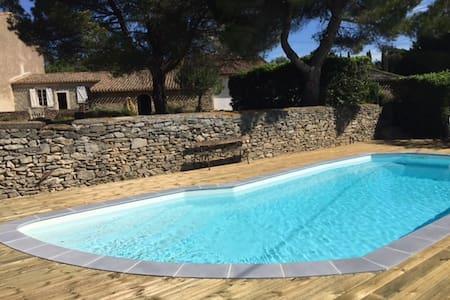 Gîte avec piscine à 11 km de Carcassonne.