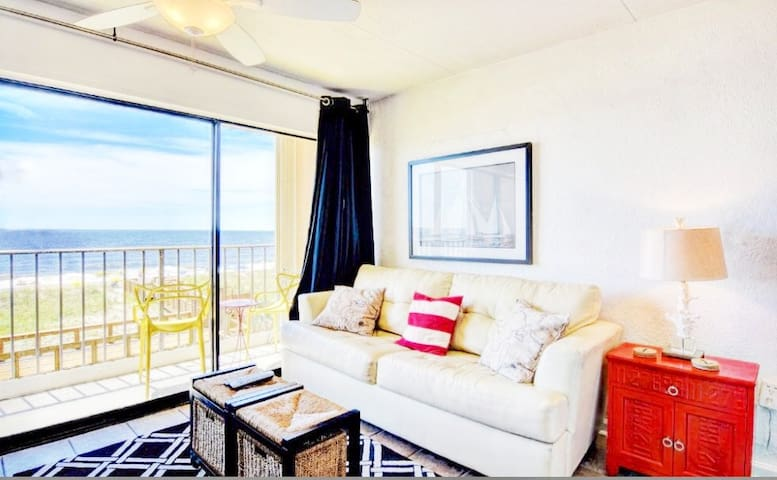 ON THE BEACH! Nautical OCEANSIDE OASIS, Sleeps 4