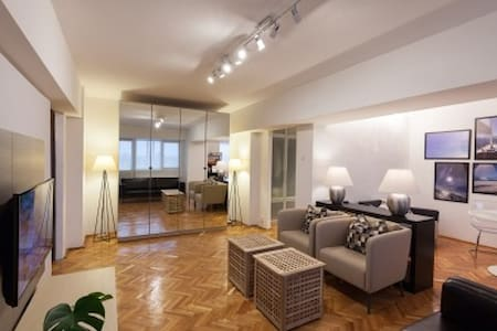 Modern Apartment 10 minutes from Victoria Square - București