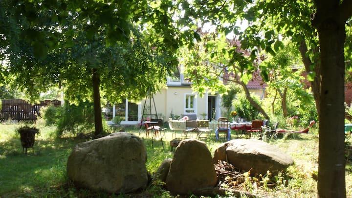 Charmantes Landhaus mit parkähnlichem Garten