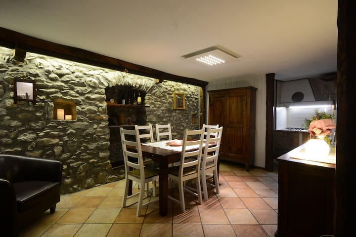 Beautiful, historic house central Aosta-Sleeps 6
