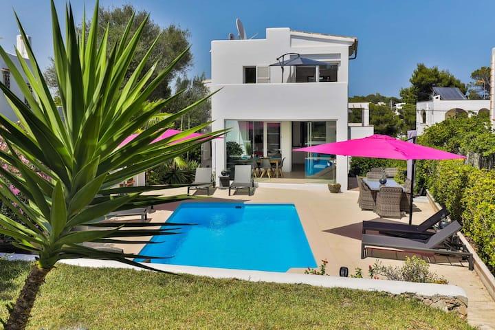 Villa LUMI-Oleanda 8 Pers. at Cala D'or Marina