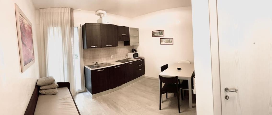 Appartamenti Cellini,piazza Manzoni 50 mt dal mare