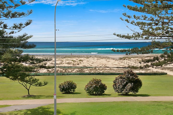 Kirra Vista Apartments Unit 18 - Right on the Beach in Kirra with free Wi-Fi - Note Construction work taking place next door now until July 2020