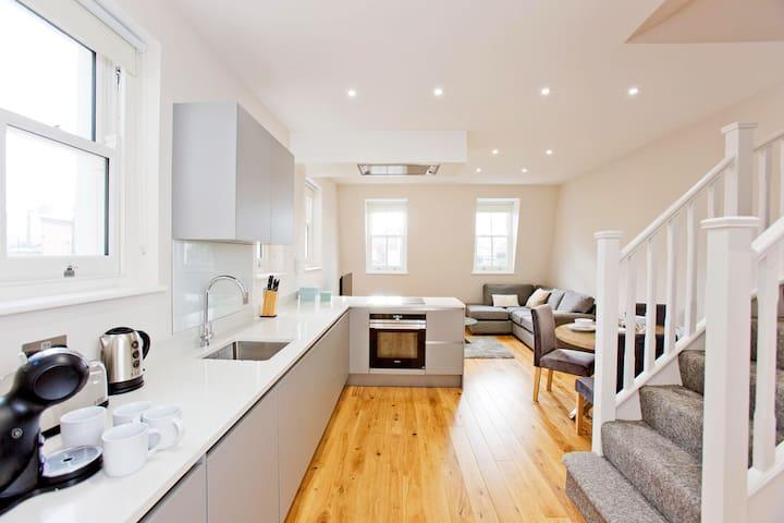 Kensington Modern 1 Bed Luxury Duplex Apartment