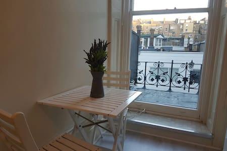 Single Studio with Balcony in Kensington - London