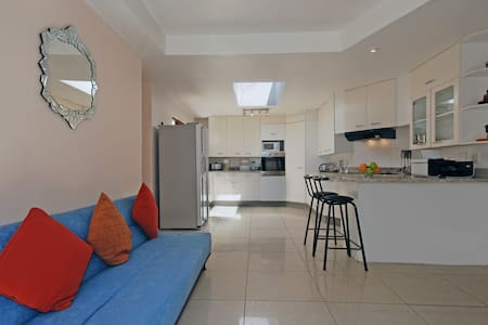 Modern, Furnished 2 Bedroom Sandton - Sandton