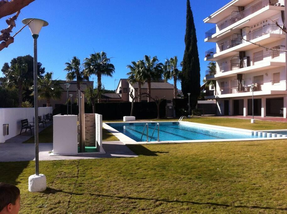 Apartamento acogedor con piscina y playa apartamentos en for Apartamentos con piscina y playa