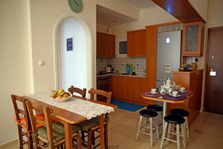 Bright and Comfy Apartment at Koukaki