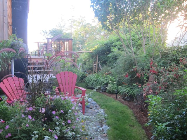 Self catering,private,waterfront. - Comox - Bed & Breakfast