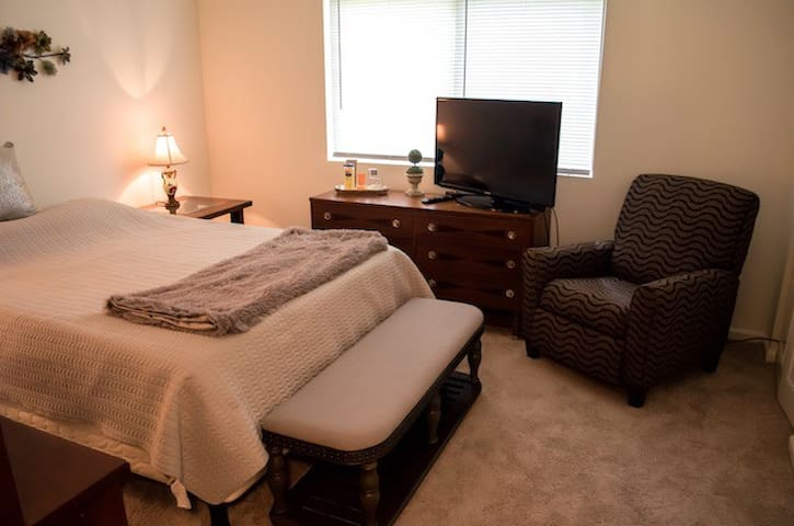 Clean and Comfy 2 Bdrm Condo/30 day min