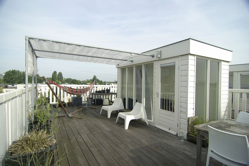 Roof top terrace with 360 view over Amsterdam and...a lot of privacy