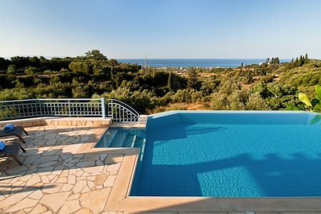 Lux Villa w Sea View + Heated Pool - Svoronata