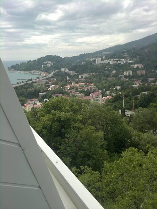 Вид из окна. При желании можно видеть погоду на море! Шторм или штиль - все это можно узнать выглянув из окна!
