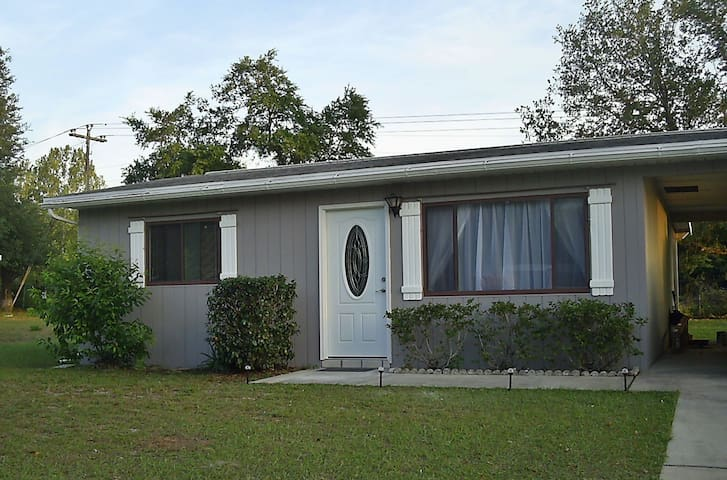 Cozy Affordable Home on 55+ Community - Ocala - Hus
