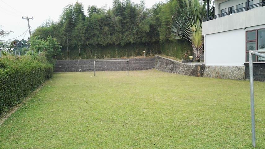SAUNG SAAT TEDUH - Bogor - Bungalow
