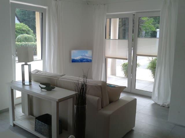 Exklusives, lichtdurchflutetes Studio mit Terrasse - Schleiden - Apartmen