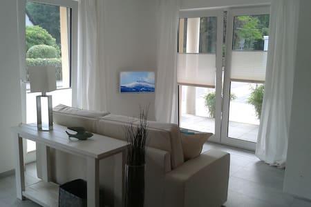 Exklusives, lichtdurchflutetes Studio mit Terrasse - Schleiden - Wohnung