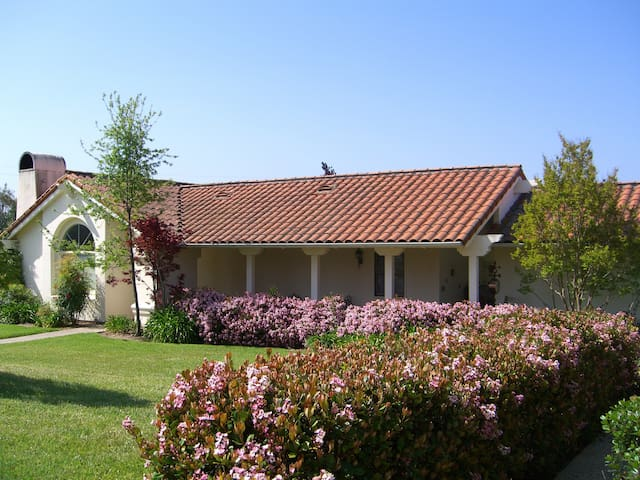 BEAUTIFUL GUEST HOUSE ON 10 ACRES CLOSE TO TOWN - Santa Ynez