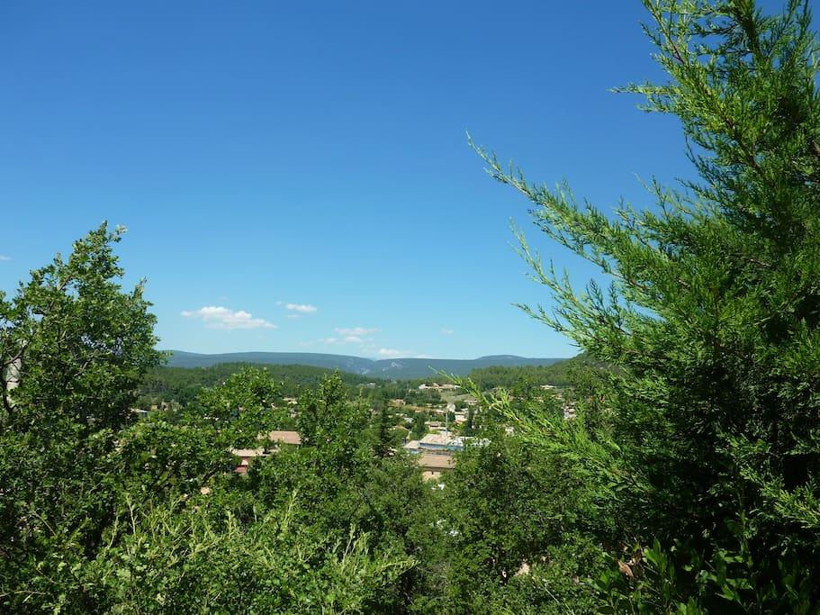Vue depuis la terrasse extérieure sur le Mont Ventoux