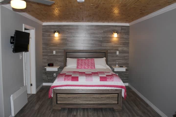 Inukshuk Suite - Raleigh Rooms