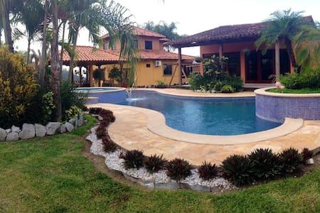Beautiful mountain house, Honduras - Santa Barbara, Honduras