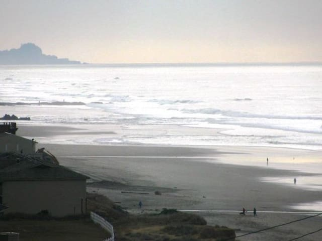5 Bedroom Ocean Views; Comfort of Home! - Lincoln City - House