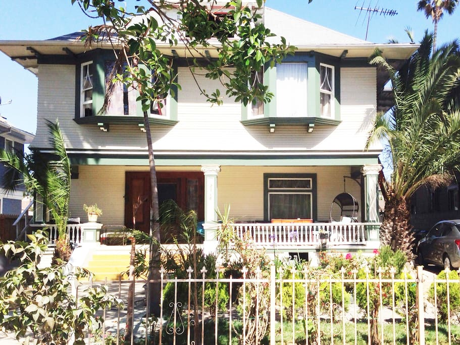 Private room with 2 queen beds in los angeles hostels - Bedrooms for rent in los angeles ...