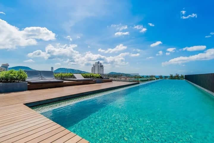Studio room & roof top pool at Patong Beach #D250
