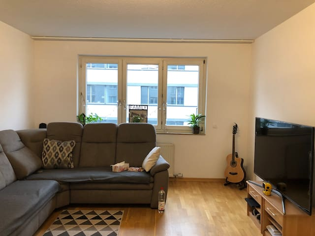 Private room in a small  beautiful flat near Hbf