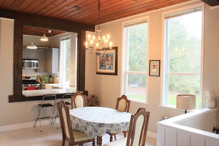 BEAUTIFUL Countryside Townhome in HERITAGE MANSION - Abbotsford - Radhus