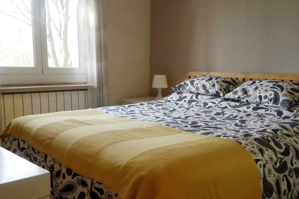 Bright, peaceful apartment in a great location, close to the old town of Girona