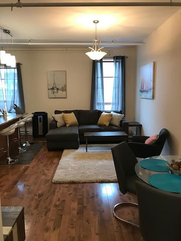 Trendy 2 bedroom in the heart of the city on King!